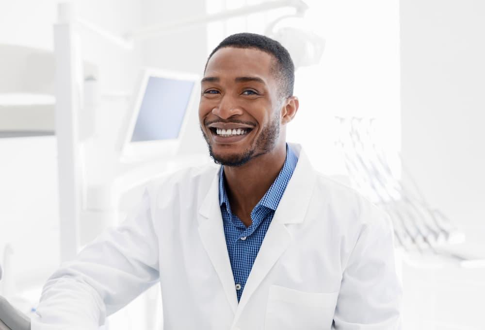 植牙後遺症有哪些?新月牙醫告訴您遠離植牙後遺症方法